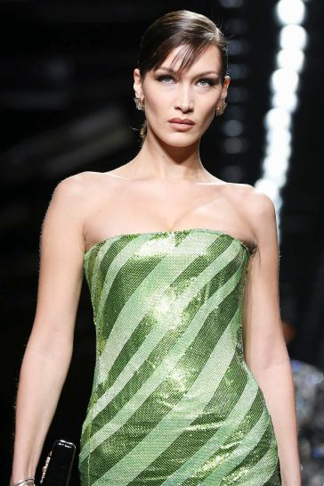 Versace Fall 2020-Bella Hadid-2