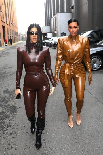 Kourtney and Kim Kardashian in Balmain Fall 2020-6