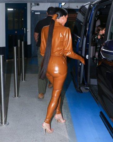 Kourtney and Kim Kardashian in Balmain Fall 2020-9