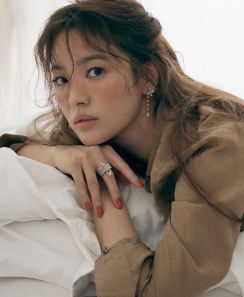 Song Hye-gyo for ELLE Singapore May 2020-5