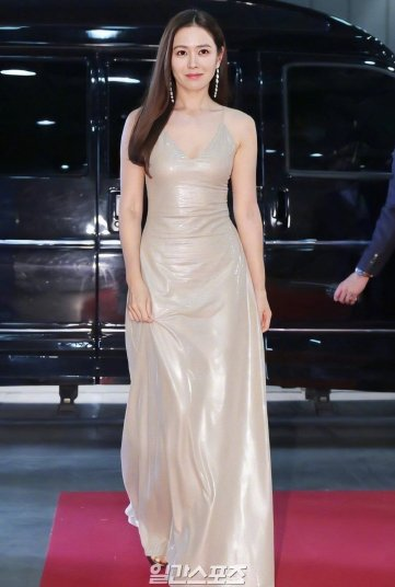 Son Ye Jin in Ralph Lauren Pre-Fall 2019-5