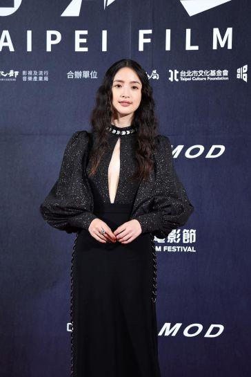 Ariel Lin in Bob Jian-2