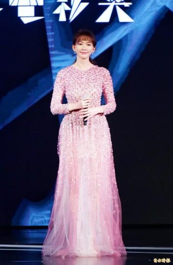 Chi-ling Lin in Valentino Pre-Fall 2020-1