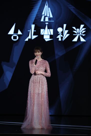 Chi-ling Lin in Valentino Pre-Fall 2020-3