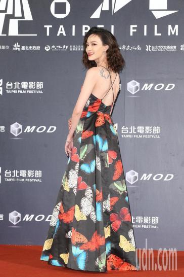 Eleven Yao in Alice + Olivia Fall 2019-2