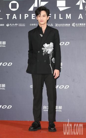 Fandy Fan in Valentino Fall 2020 Menswear-2