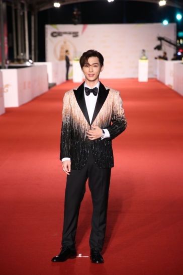 Aaron Yan in Atelier Versace Fall 2020-1