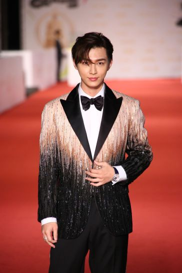 Aaron Yan in Atelier Versace Fall 2020-2